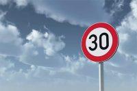 Recordatorio sobre la necesidad de atender a las señales viales en las carreteras del club